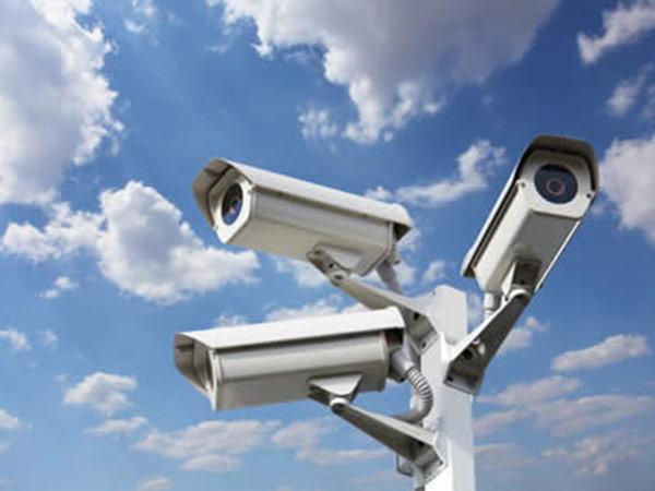 Telecamere in azienda per controllare i lavoratori, cade il divieto