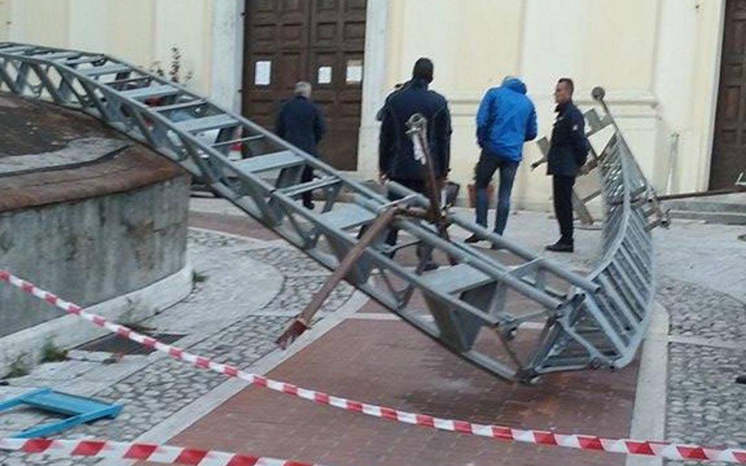 Crolla impalcatura nel Casertano: muoiono due operai