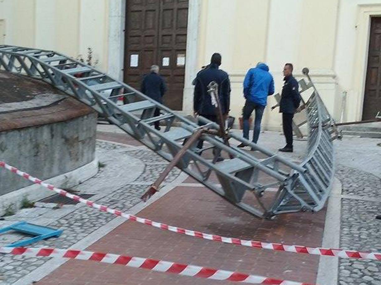 Crolla Impalcatura Nel Casertano Muoiono Due Operai
